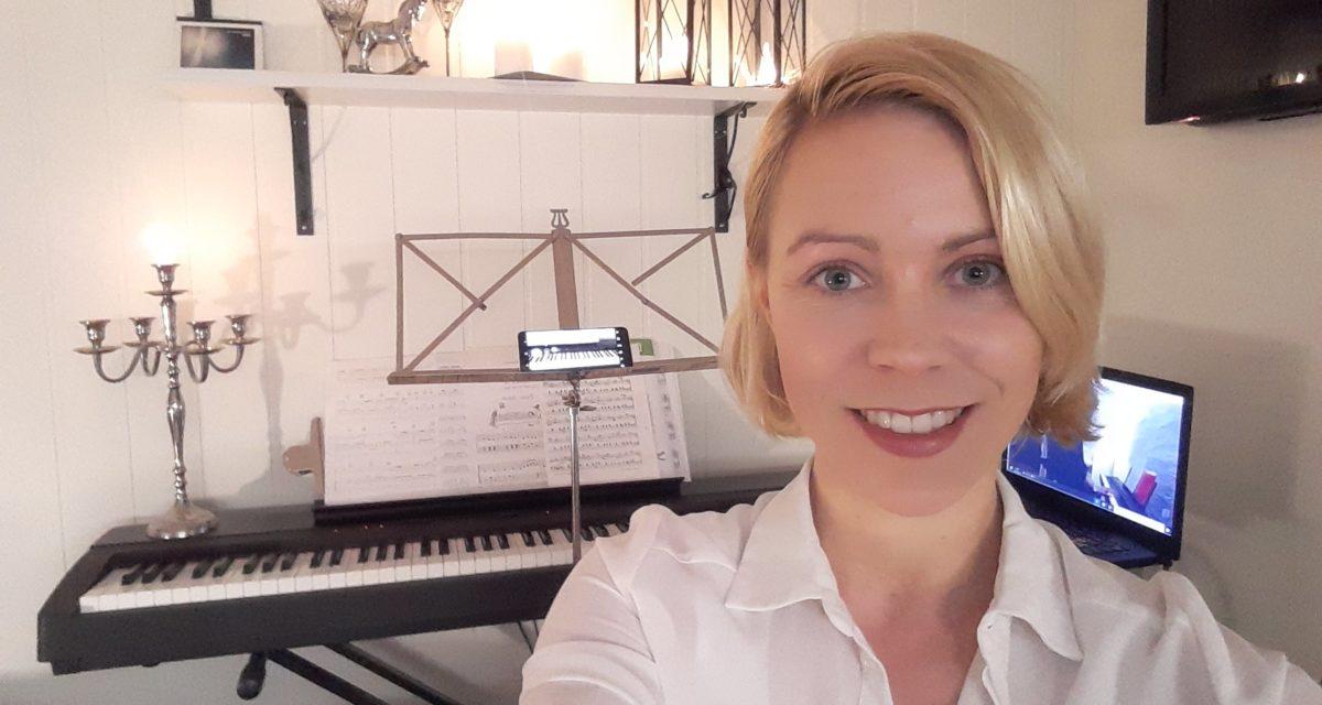 Møt Julie Hall: sang- og pianolærer i Trondheim