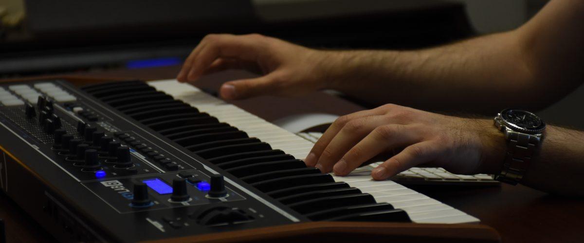 Rammeverk for fjernundervisning i piano